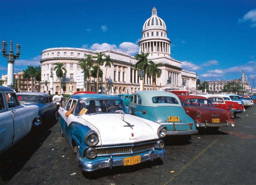 La Havana Capitol Building wiith old cars parked outside1000 Piece JigsawPuzzle Clementoni puzzles i la-havana-cuba