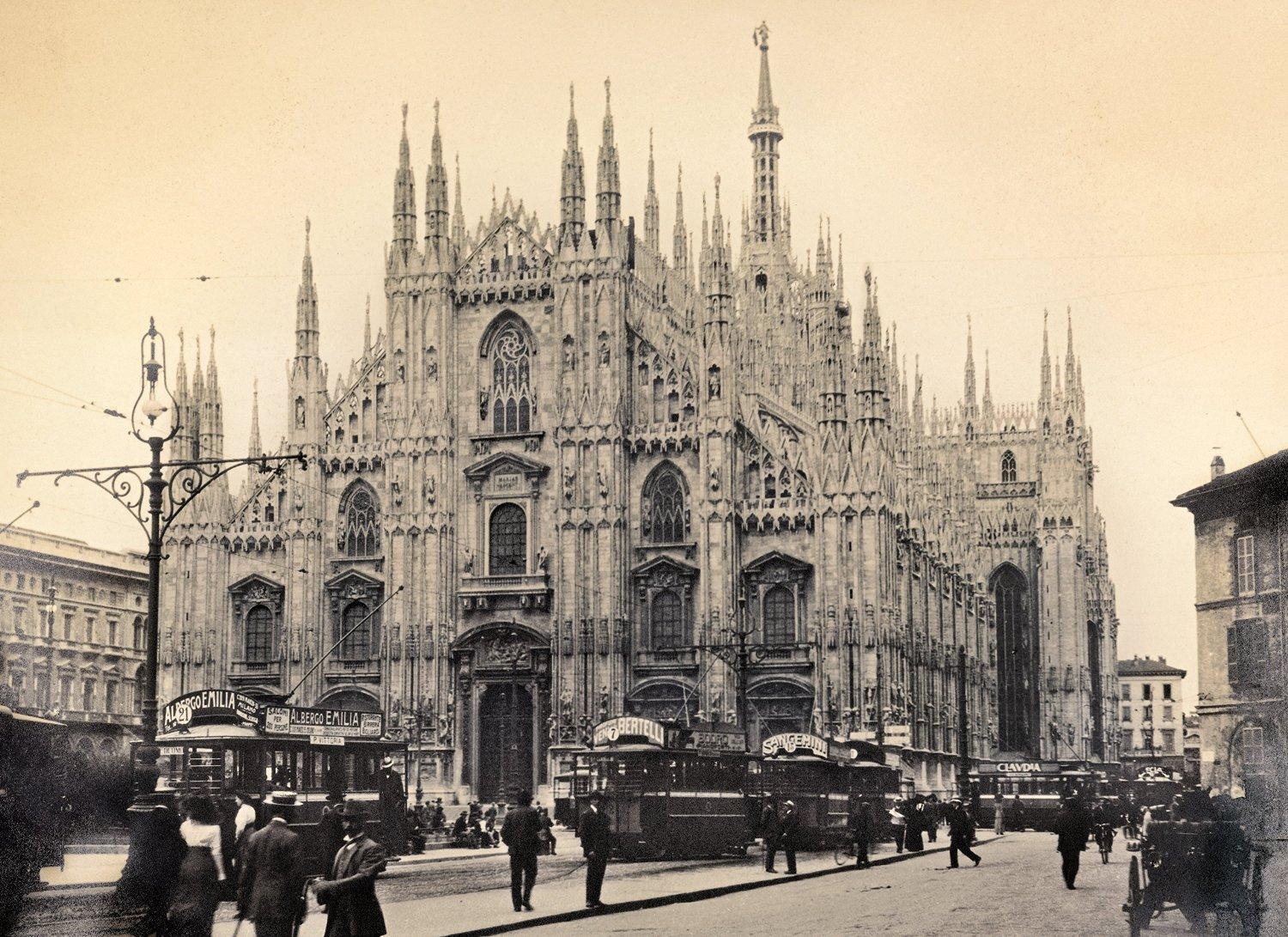 Milano in 1910 by Clementoni Jigsaw Puzzle 1000 pieces milano-cathedral