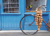 en-france,jigsaw puzzle en france bicycle beside blue house with bag of onions 1000p ieces beautiful clementoi