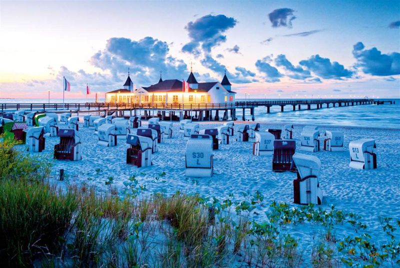 beach day ending baltic sea resort of ahlbeck photo beach jigsaw puzzle ravensburger puzzle 142668 beach-day-ending