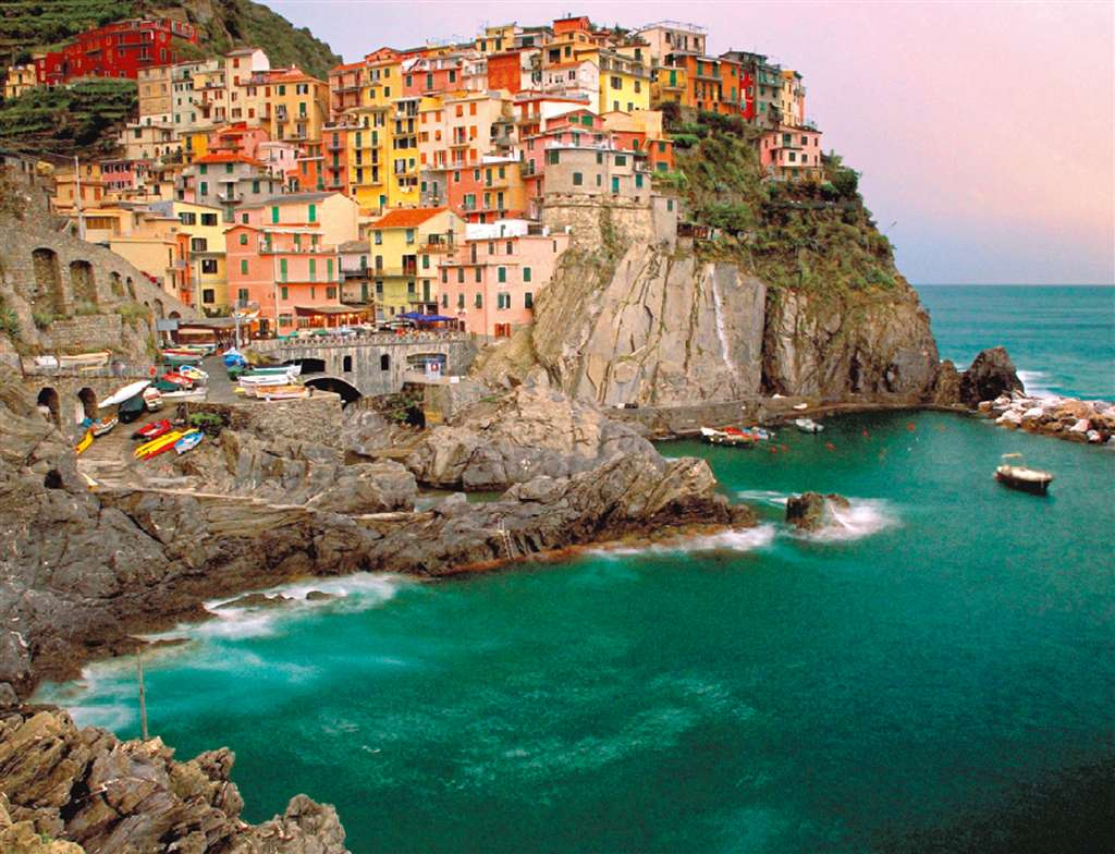 Italian Riviera Cinq Terre 2000 Piece Jigsaw Puzzle made by Ravensburger Puzzles in Germany cinque-terre-italy