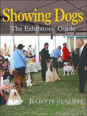 Showing Dogs: The Exhibitors' Guide book written by Juliette Cunliffe